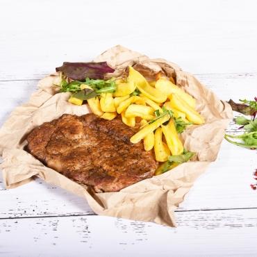 Ceafă de porc la grătar cu cartofi prăjiți, 350g