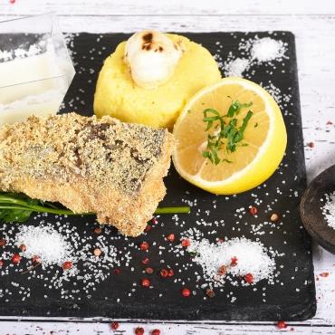 Crap prăjit cu mămăliguță și mujdei, 350g