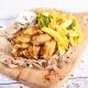 Aripioare de pui marinate la ceaun cu cartofi prăjiți și mujdei, 450g